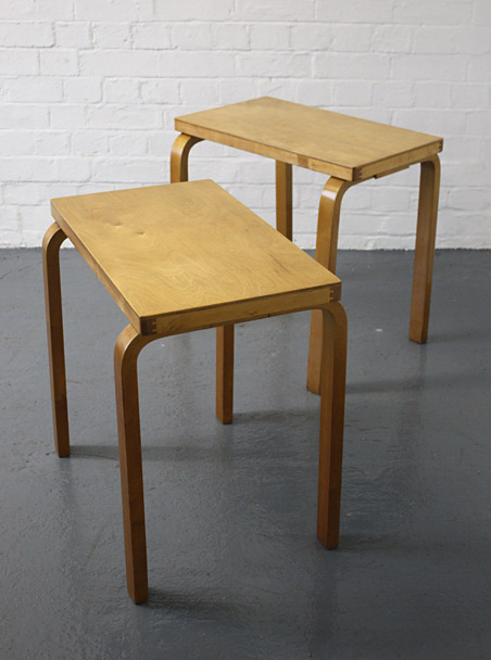 Charmant 1930s Alvar Aalto Side Tables, Finmar